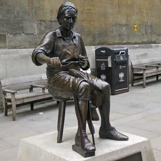 A statue of a cordwainer.