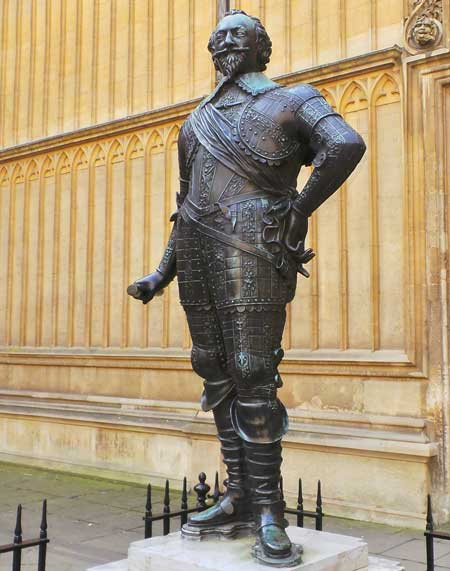 One of the statues that you will encounter as you walk around Oxford.
