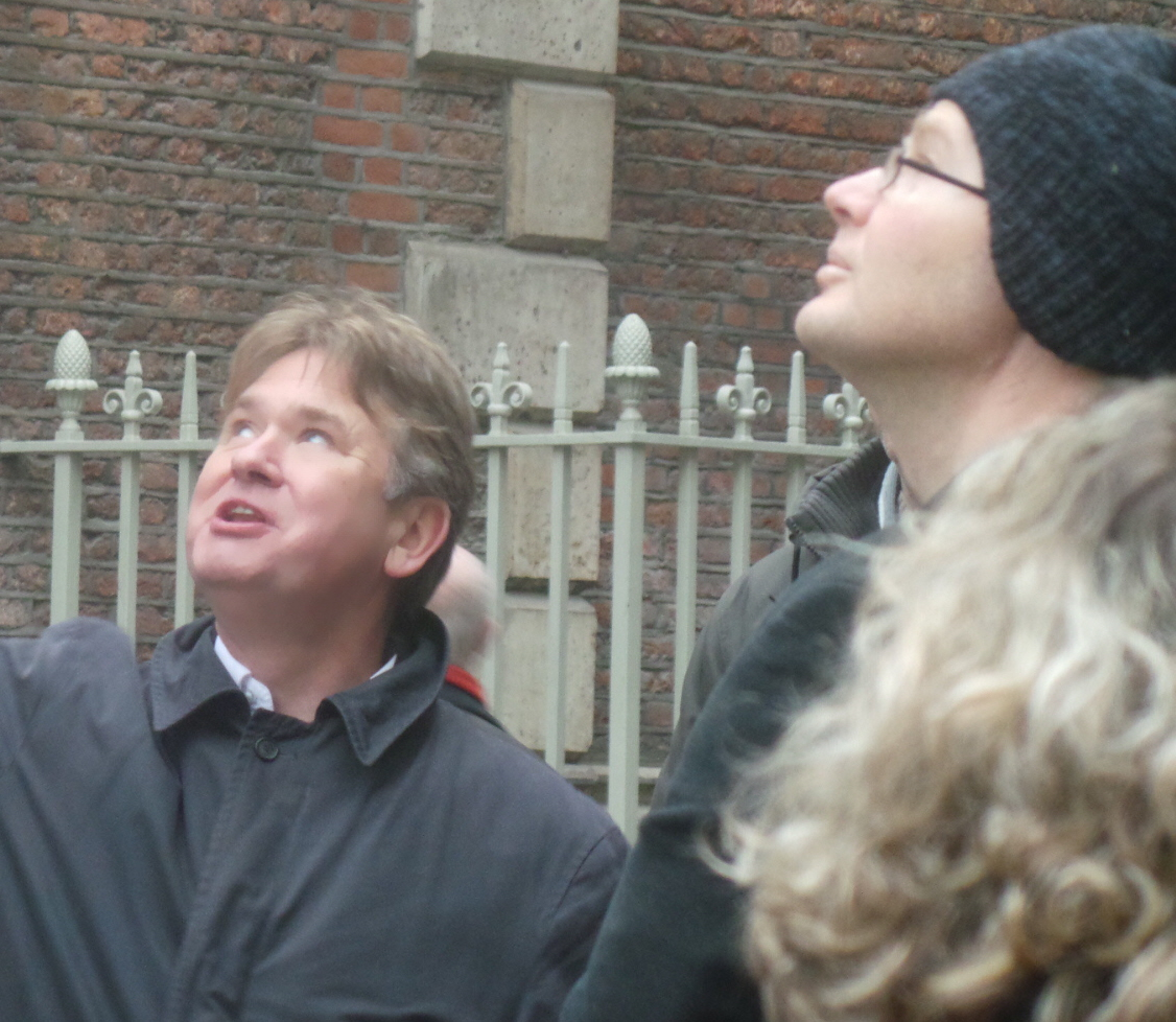 Richard Jones guiding a group on one of his tours of London.